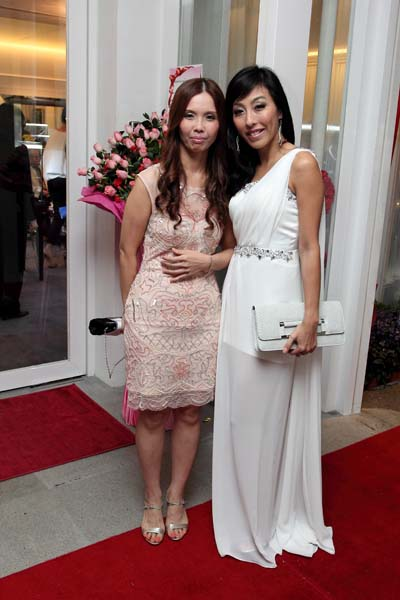 Dr. Christina Ng and an esteemed guest during the registration & welcoming of