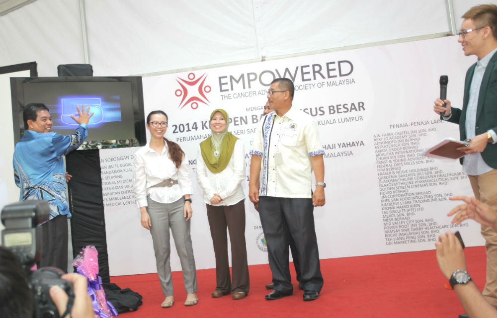 YB Dato' Seri Dr. Hilmi bin Haji Yahaya officiating the opening of EMPOWERED's 2014 Project