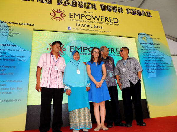 Dr. Christina Ng, VIP Dr. Chong Chee Keong and 3 of EMPOWERED's colorectal cancer survivors-beneficiaries